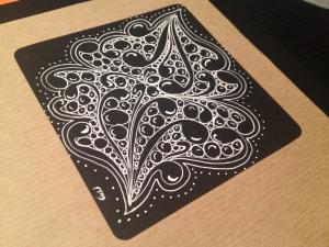 Zentangle en teselas negras - Maria Tovar